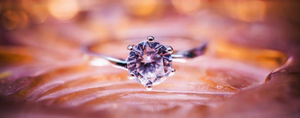แหวนเพชรเม็ดเดี่ยว